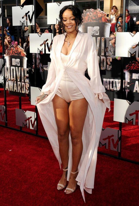 02-Rihanna-Camel-4