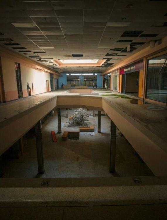 04-abandoned_malls