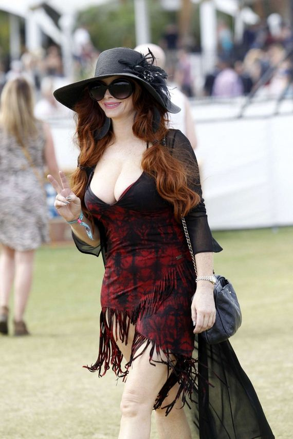 10-Phoebe-Price-at-Coachella