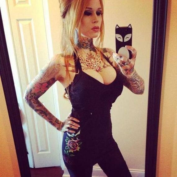 34-tattooed_girls_14