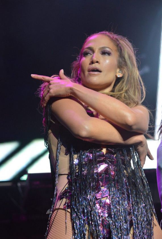 05-Jennifer-Lopez-performs