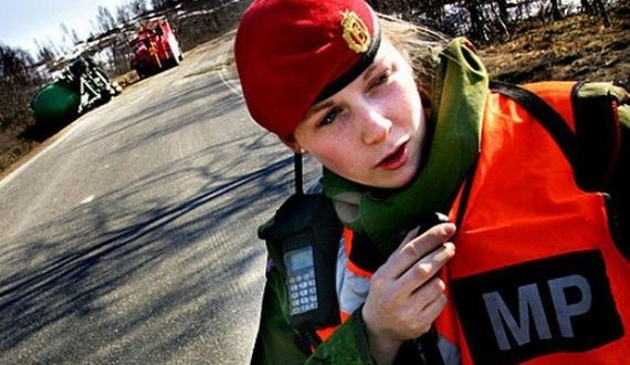 03-norwegian_military_girl