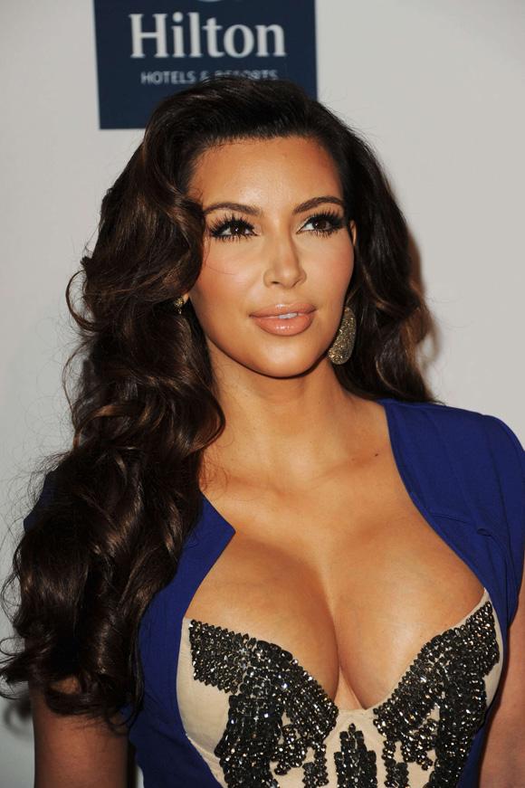 Kim-Kardashian-cleavage-boobs