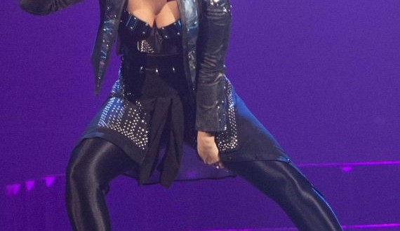 06-Demi-Lovato---Perform