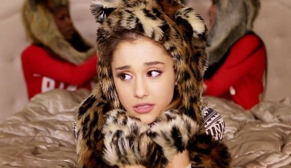 11-Ariana-Grande -Santa