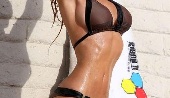08-Nikki-Lund-in-Bikini