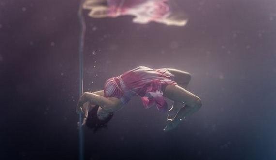 10-Underwater-Pole-Dancing