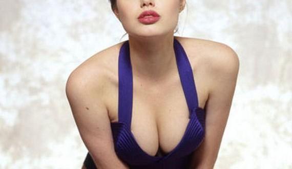 05-Angelina-Jolie -Swimsuit