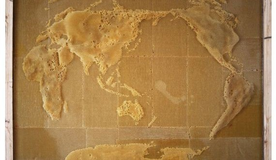01-bee-map-sculpture