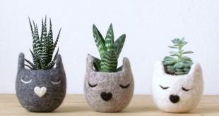 01-felt-vase