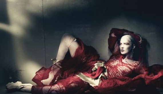 01-kate-moss-couture