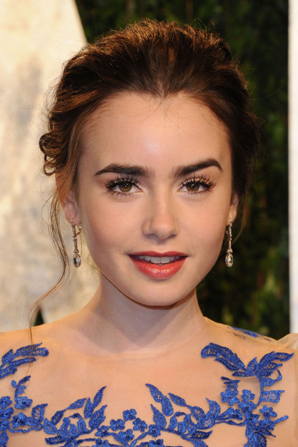 Lily Collins Hot - Bar...