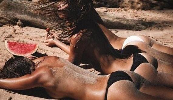 01-Hot-Girls-Bikinis