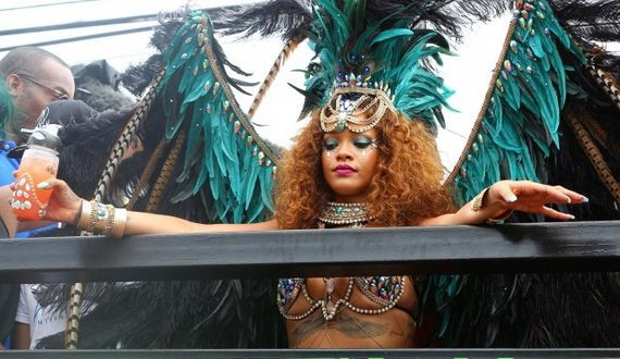 01-Rihanna-at-Kadooment