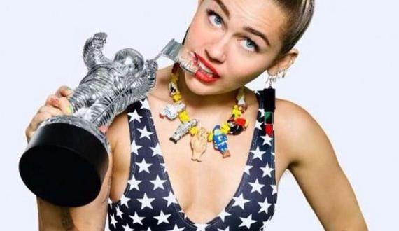 11-Miley-Cyrus -VMA