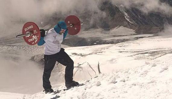 01-powerlifter-climbs-mountain