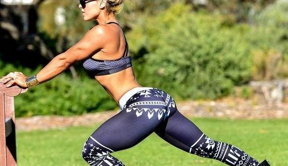 14-Girls-in-Yoga-Pants-9