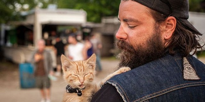 biker_saves_badly_burned_kitten_00