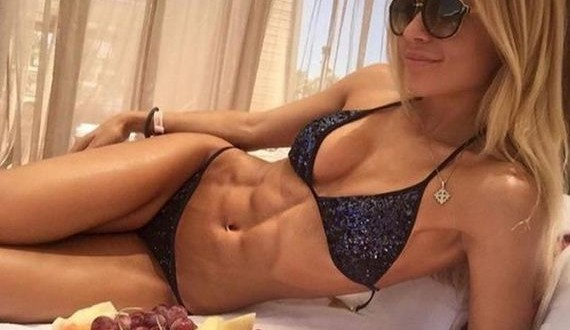 02-Girls-with-Abs