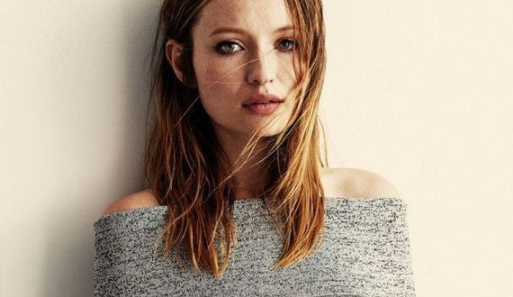 01-Emily-Browning -Interview