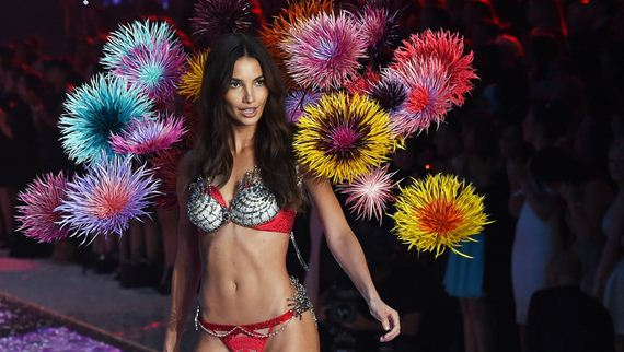 Victoria's Secret Angel Lily Aldridge presents a creation during the 2015 Victoria's Secret Fashion Show in New York on November 10, 2015. (Photo read JEWEL SAMAD/AFP/Getty Images)