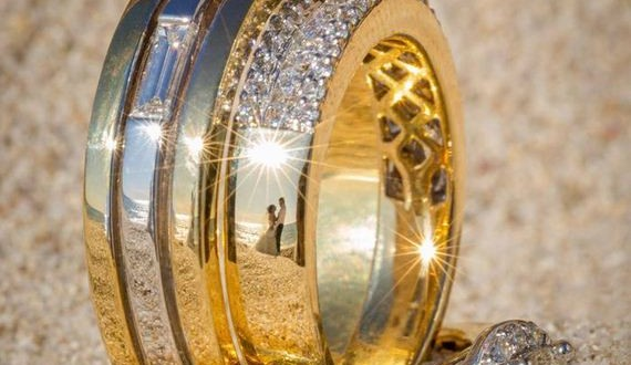 04-ring_reflection_wedding_photography