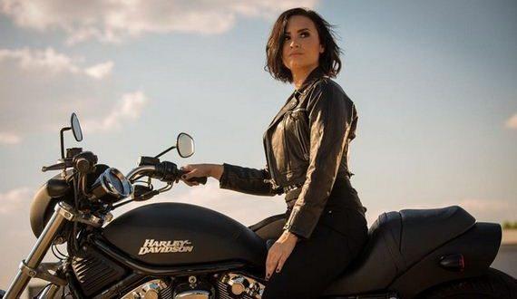 09-Demi-Lovato-5-24