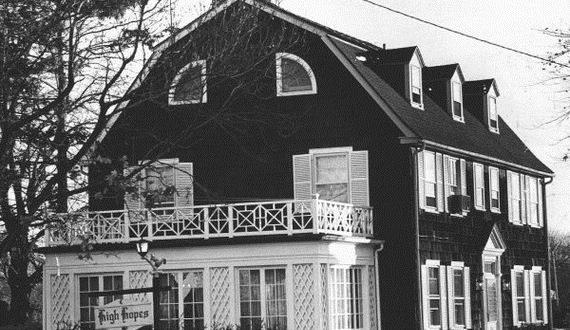 01-amityville-horror-house