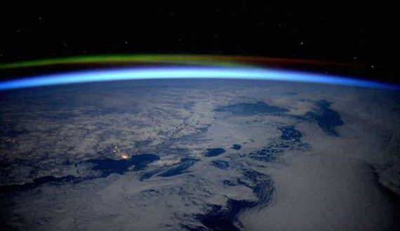 01-astronaut_takes_stunning_photos_from_space