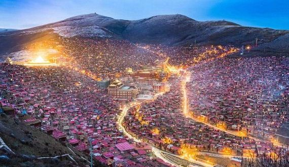 01-tibetan_monks
