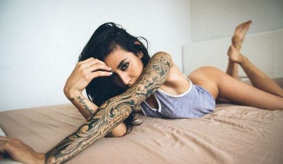 01-girls-with-tattoos