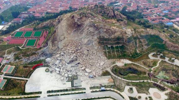 01-giant_rockslide_slams_into_park