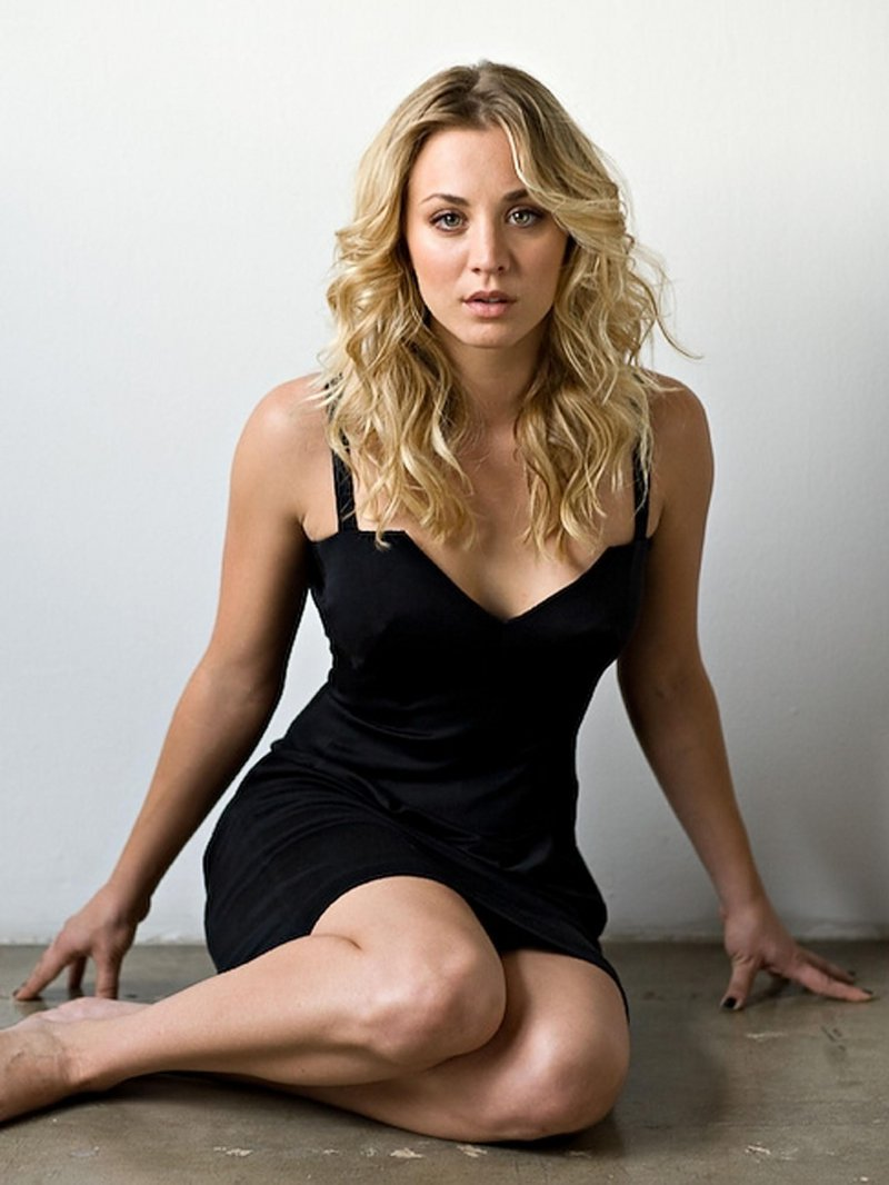 kaley-cuoco-s-feet-and-legs1904334941472369370