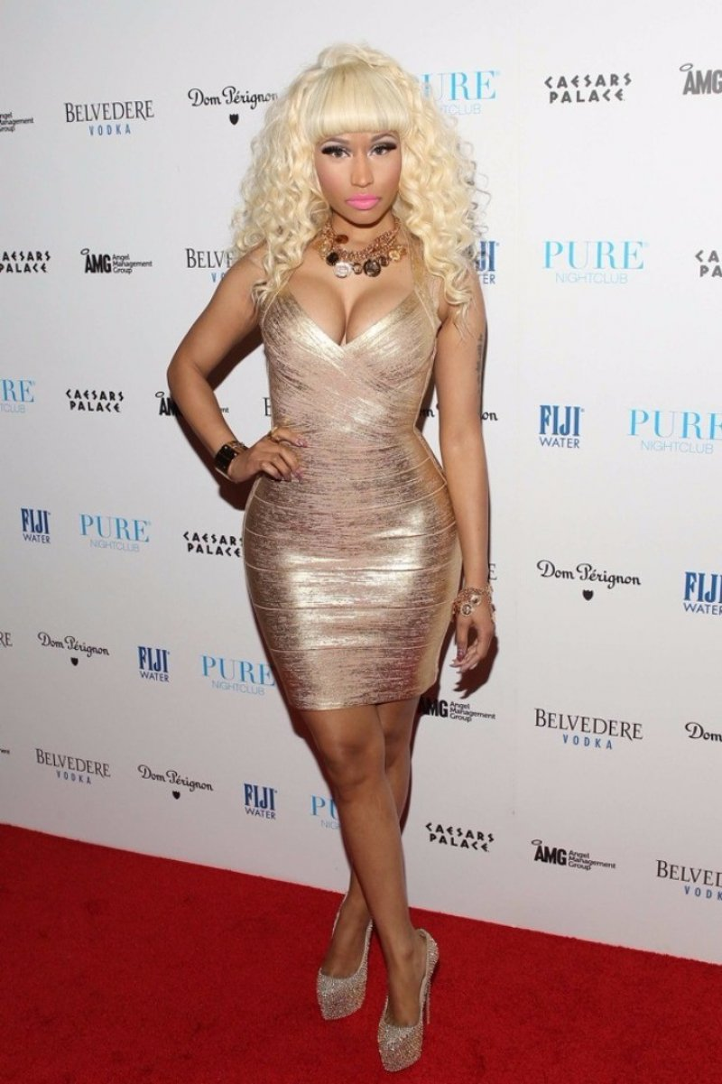 nicki-minaj-s-legs-and-feet079297961473599203