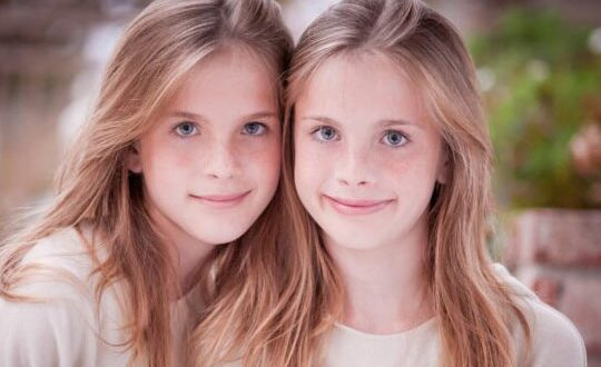 cool-emma-friends-two-teenage-girls