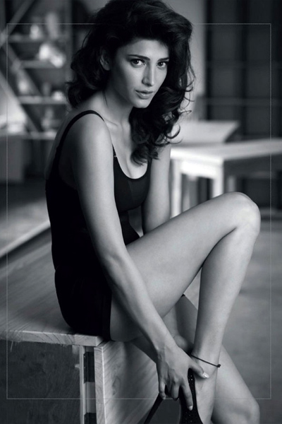 shruti-haasan-in-a-sexy-pose-for-a-photoshoot
