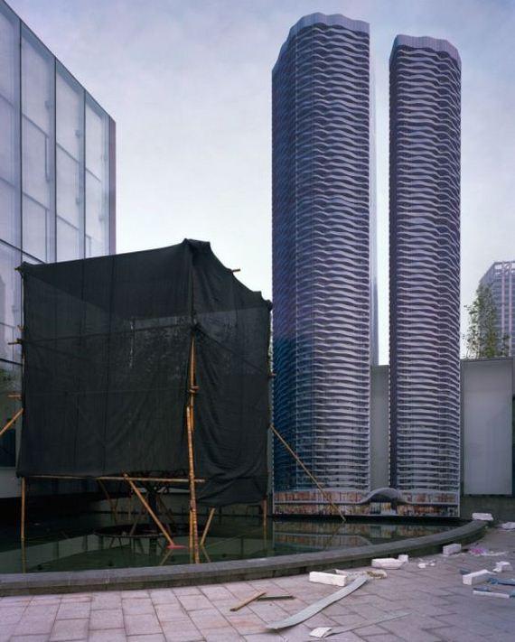 02-abandoned_futuristic_city