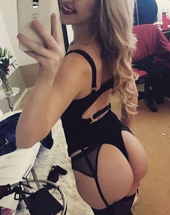 02-girls-in-lingerie