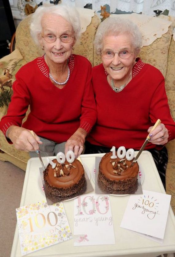 02-twin_sisters_100th_birthday