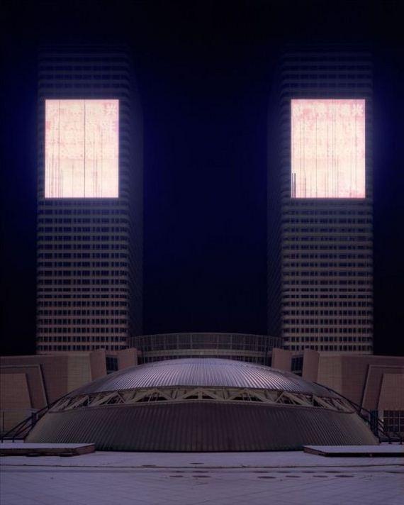 04-abandoned_futuristic_city