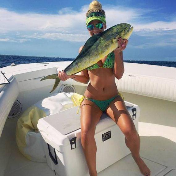 04-fishing_in_bikini