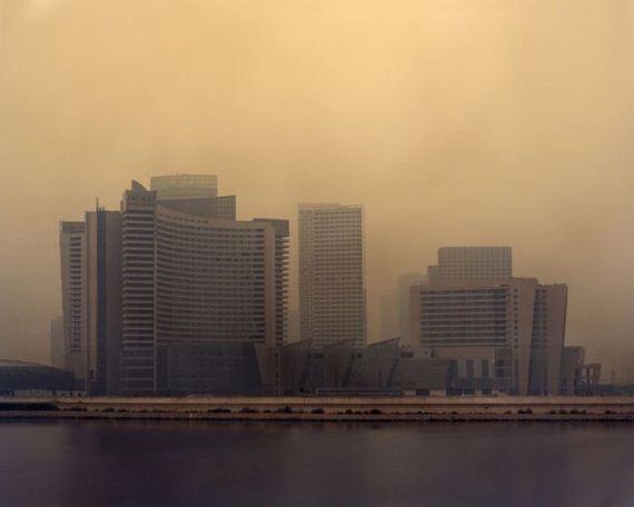 05-abandoned_futuristic_city