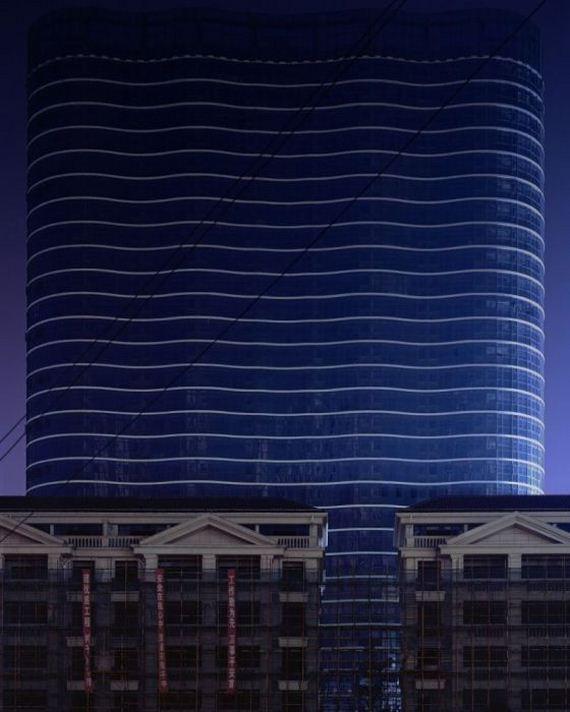 06-abandoned_futuristic_city