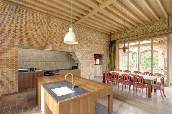 07-old_castle_in_the_modern_house