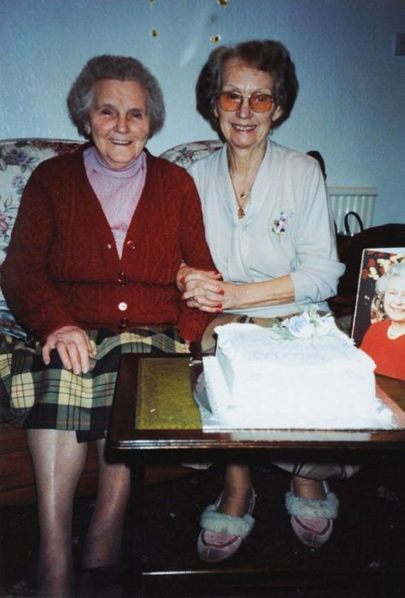 07-twin_sisters_100th_birthday