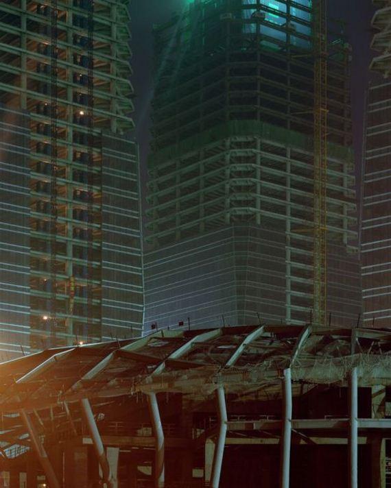 08-abandoned_futuristic_city