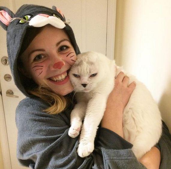08-adopts_cat