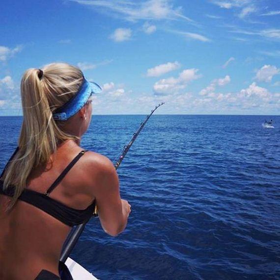 08-fishing_in_bikini
