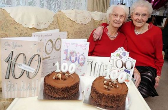 08-twin_sisters_100th_birthday