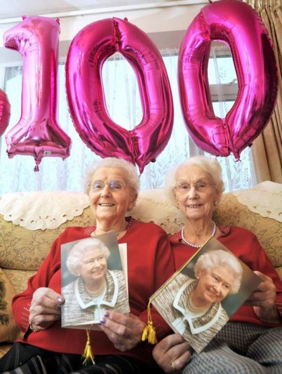 09-twin_sisters_100th_birthday